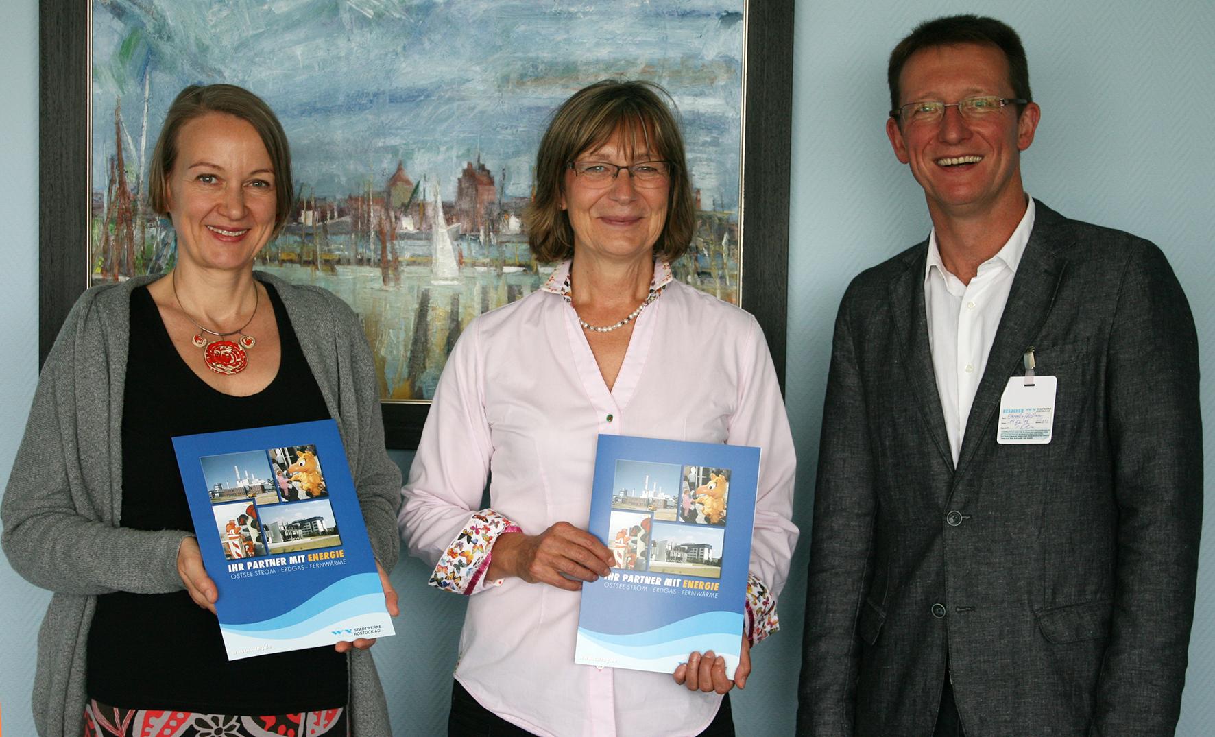 Anne Kellner (KARO gAG), Ute Römer (Stadtwerke Rostock AG), Sven Ehrecke (KARO gAG) | (c) Stadtwerke Rostock AG
